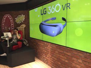 Vorführung der LG 360 VR am LG Stand