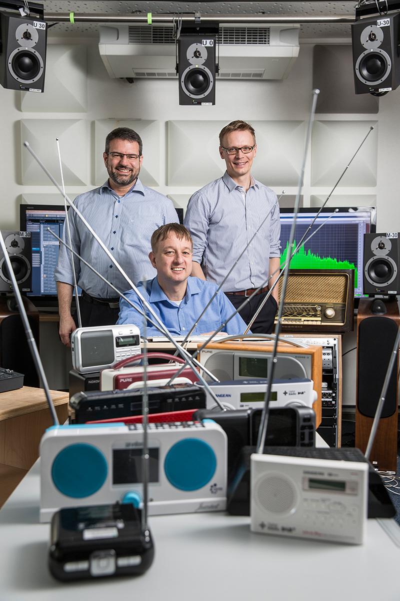Joseph-von-Fraunhofer-Preis 2016: Alexander Zink, Martin Speitel, Max Neuendorf vom Fraunhofer IIS (vlnr) Digitalradio in Deutschland, Europa und der Welt